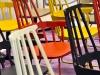 Jetzt wirds's bunt: (Schaukel-)Stühle in allen Farben. Stand: Kartell, Halle 11.2