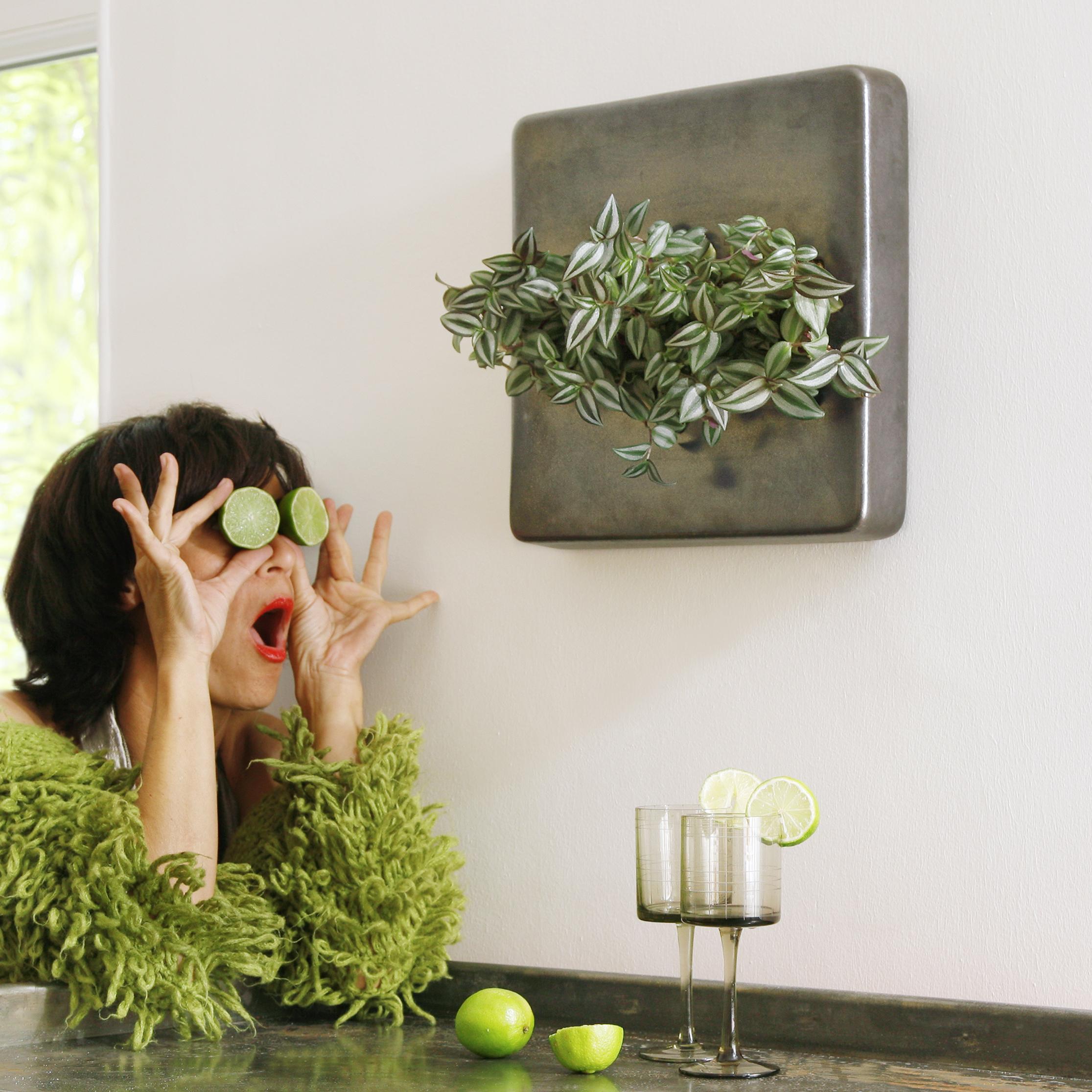Da traut frau ihren Augen nicht: Flowerbox-Bilder hängen an der Wand. Foto: Flowerbox