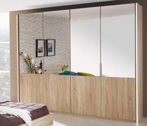stylisch und interessant wirkt Eiche sägerau in Verbindung mit Spiegeln, Glas und anderen glatten Oberflächen.