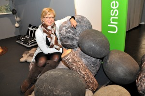Witziges Design: Die ganz weichen und bequemen Sitzsteine von Unseen Products. Foto: Stefan Freiwald