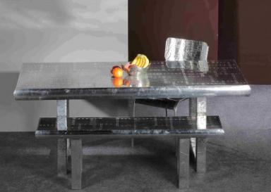 Auch Tische und Bänke gibt es von Airman in Flugzeugoptik. Foto: Hersteller