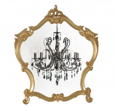 Goldene Spiegel und Kronleuchter: Ein wenig kitschig darf es ruhig sein beim barocken Stil. Foto: Hersteller