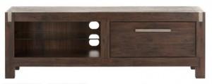 Edel: Die TV-Bank Andalucia aus Akazienholz wirkt sehr hochwertig. Foto: Hersteller