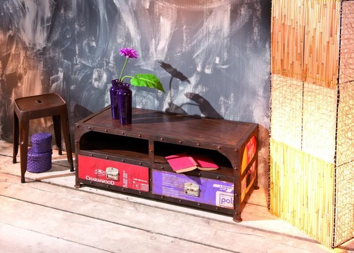 Wie eine Schiffstruhe kommt diese TV-Bank im Vintage-Stil daher. Foto: Hersteller